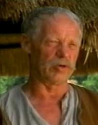 Edward Kusztal è Dhun in The Hexer.