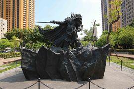 Arthas Statue.jpg